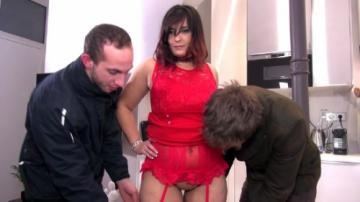 Isabelle - Isabelle se tape deux mecs et punit son mari (2018) HD 720p