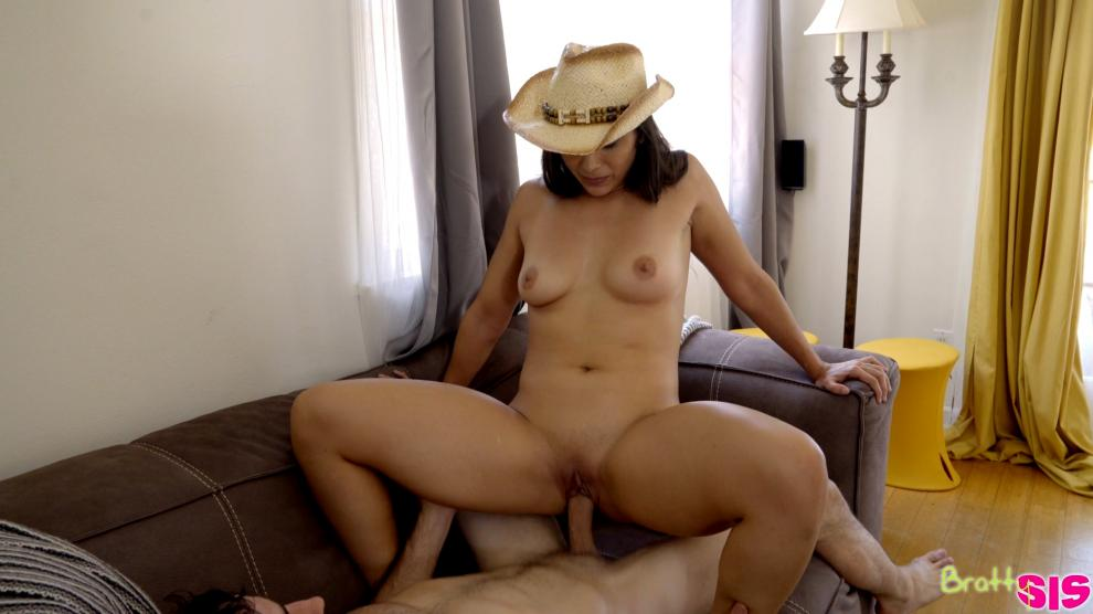 BrattySis_presents_Lilly_Hall_in_Screwed_By_Step_Brother_-_21.09.2018.mp4.00007.jpg